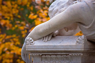 Graveyard Digital Art - The Crying Angel by Linda Unger