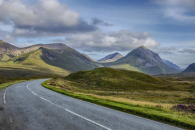 The Cuillin Mountains Of Skye 2 Print by Chris Thaxter