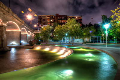 Photograph - The Curved Fountain by Daryl Clark
