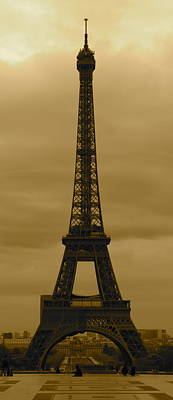 Eifell Tower Photograph - The Eifell Tower by Harold Hildred