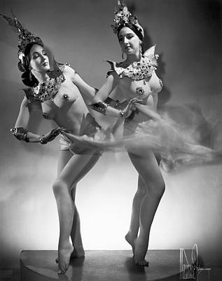 Burlesque Photograph - The Epler Sisters by Underwood Archives