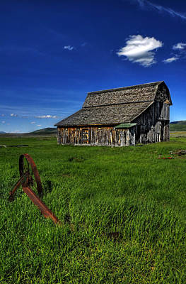 Photograph - The Forgotten Barn by Ken Smith
