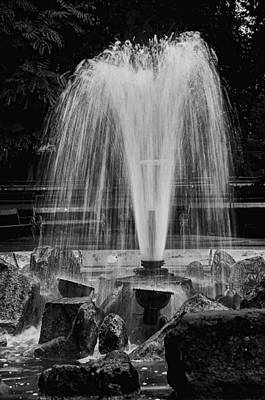 Photograph - The Fountain by Celso Bressan