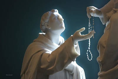 By Tom Woolworth Photograph - The Gift Of A Rosary by Thomas Woolworth