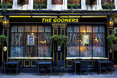 Photograph - The Gooners Pub by David Pyatt