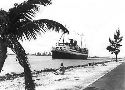 Liner Photograph - The Iroquois In Biscayne Bay by Underwood & Underwood
