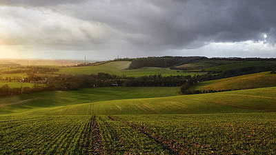 Agricultural Landscape Photograph - The Kent Countryside by Ian Hufton