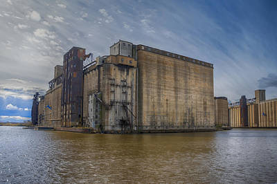 Photograph - The Lake And Rail Elevator 7d08323 by Guy Whiteley