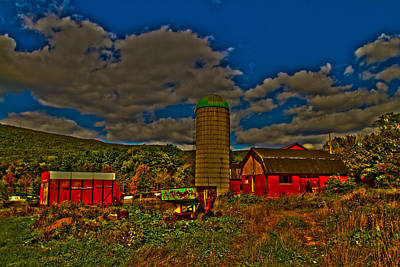 Photograph - The Old Barn by Tom Kelly