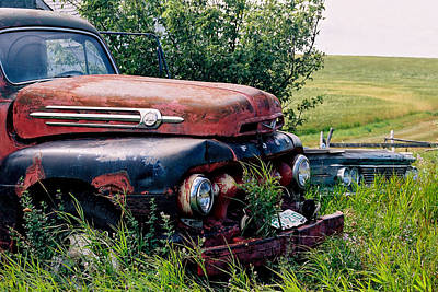 Photograph - The Old Farm Truck by Roxy Hurtubise