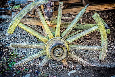 Photograph - The Old Wagon Wheel by Victor Culpepper