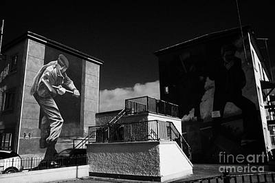 The Operation Motorman The Summer Invasion And The Runner Murals Part Of The Peoples Gallery Murals In Rossville Street Of The Bogside Area Of Derry Londonderry Northern Ireland Art Print