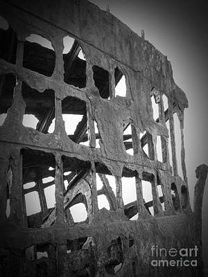 Photograph - The Peter Iredale 11a by Chalet Roome-Rigdon