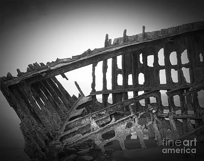 Photograph - The Peter Iredale 15 by Chalet Roome-Rigdon