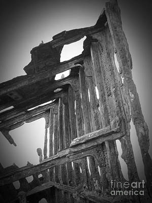 Photograph - The Peter Iredale 21 by Chalet Roome-Rigdon