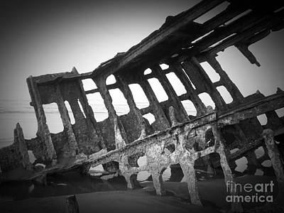 Photograph - The Peter Iredale 7a by Chalet Roome-Rigdon