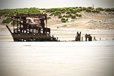 Peter Iredale Photograph - The Peter Iredale by Karen Ulvestad