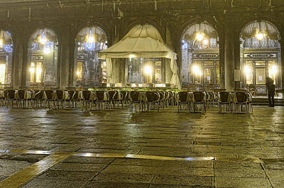 Photograph - The Piazza Venice by Graham Hawcroft pixsellpix