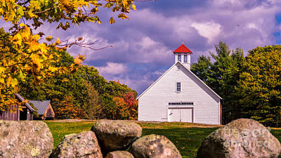 Photograph - The Pillsbury Barn. by New England Photography