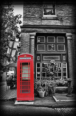 Savannah Street Scenes Photograph - The Red Telephone Box - Time For Tea II by Lee Dos Santos
