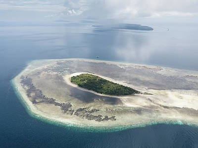 Photograph - The Remote Island Of Pulau Koon by Ethan Daniels