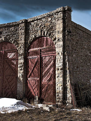 Stone Buildings Photograph - The Roundhouse Door by Ken Smith