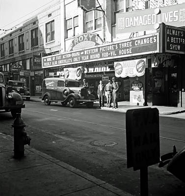 1940s Storefront Photograph - The Roxy Theatre Of Knoxville - 1941 by Mountain Dreams