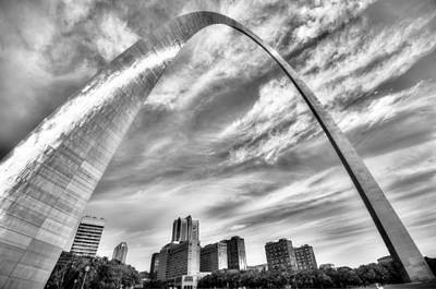 Hyatt Hotel Photograph - The Saint Louis Arch And City Skyline In Black And White by Gregory Ballos