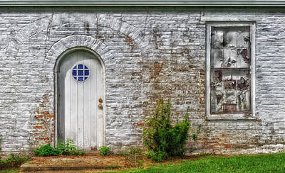 Photograph - The Side Door - Natchez - V1 by Frank J Benz