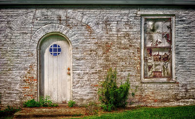 Photograph - The Side Door - Natchez - V2 by Frank J Benz