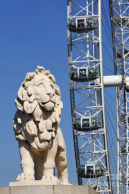 Airways Photograph - The Southbank Lion And British Airways London Eye In London England by Robert Preston