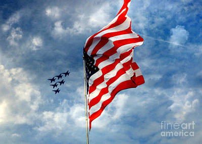 The Star Spangled Banner Yet Waves Art Print