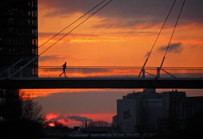 The Sunset Jogger Print by Richard Cummings