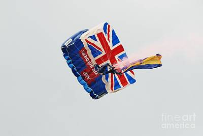 Photograph - The Tigers Parachute Team by David Fowler