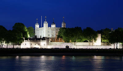Photograph - The Tower Of London At Dusk by Daniel Woodrum
