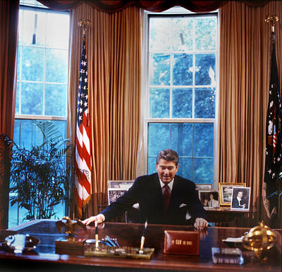 1980s Portraits Photograph - The White House, President Ronald by Everett