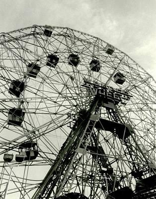 Photograph - 'the Wonder Wheel' by Liza Dey