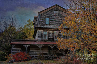 Burning Bush Photograph - This Olde House In New York by Deborah Benoit