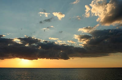 Sun Rays Photograph - This Warm Evening by Laurie Search