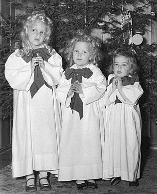 Cute Tree Images Photograph - Three Little Angels by Underwood Archives