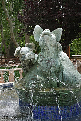 Painting - Three Piggy Fountain by Ellen Henneke