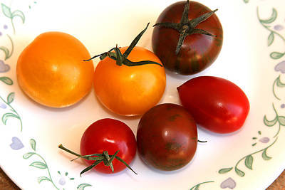 Photograph - Tomatoes On Plate by Emanuel Tanjala