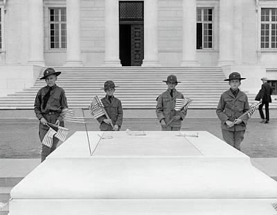 Photograph - Tomb Of The Unknowns by Granger