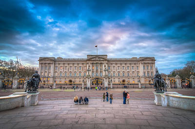 Tourists Outside Buckingham Palace Art Print