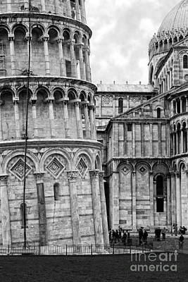 Pendente Photograph - Tower Of Pisa Bw by Timothy Hacker