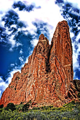 Photograph - Towering Stone And Surreal Sky In Garden Of The Gods by Lincoln Rogers