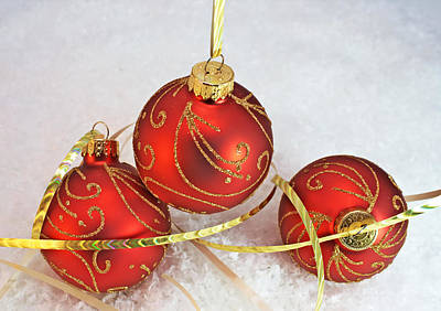 Photograph - Traditional Christmas Decorations by Lynnette Johns