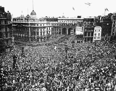 Photograph - Trafalgar Square, 1919 by Granger