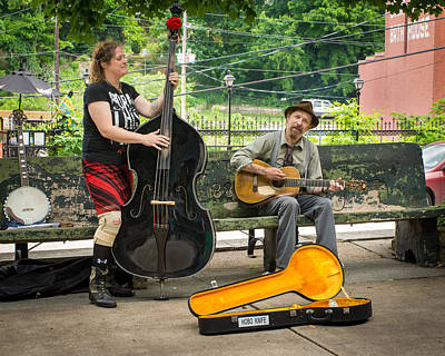 Photograph - Troubadours Of Basin Spring Park by Bill Pevlor