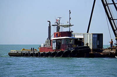 Photograph - Tug At Work by Laurie Perry